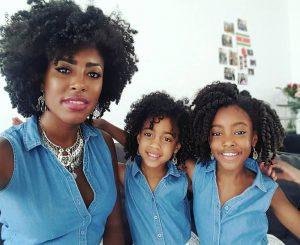 mae-negra-com-filhas-clubinho-de-ofertas