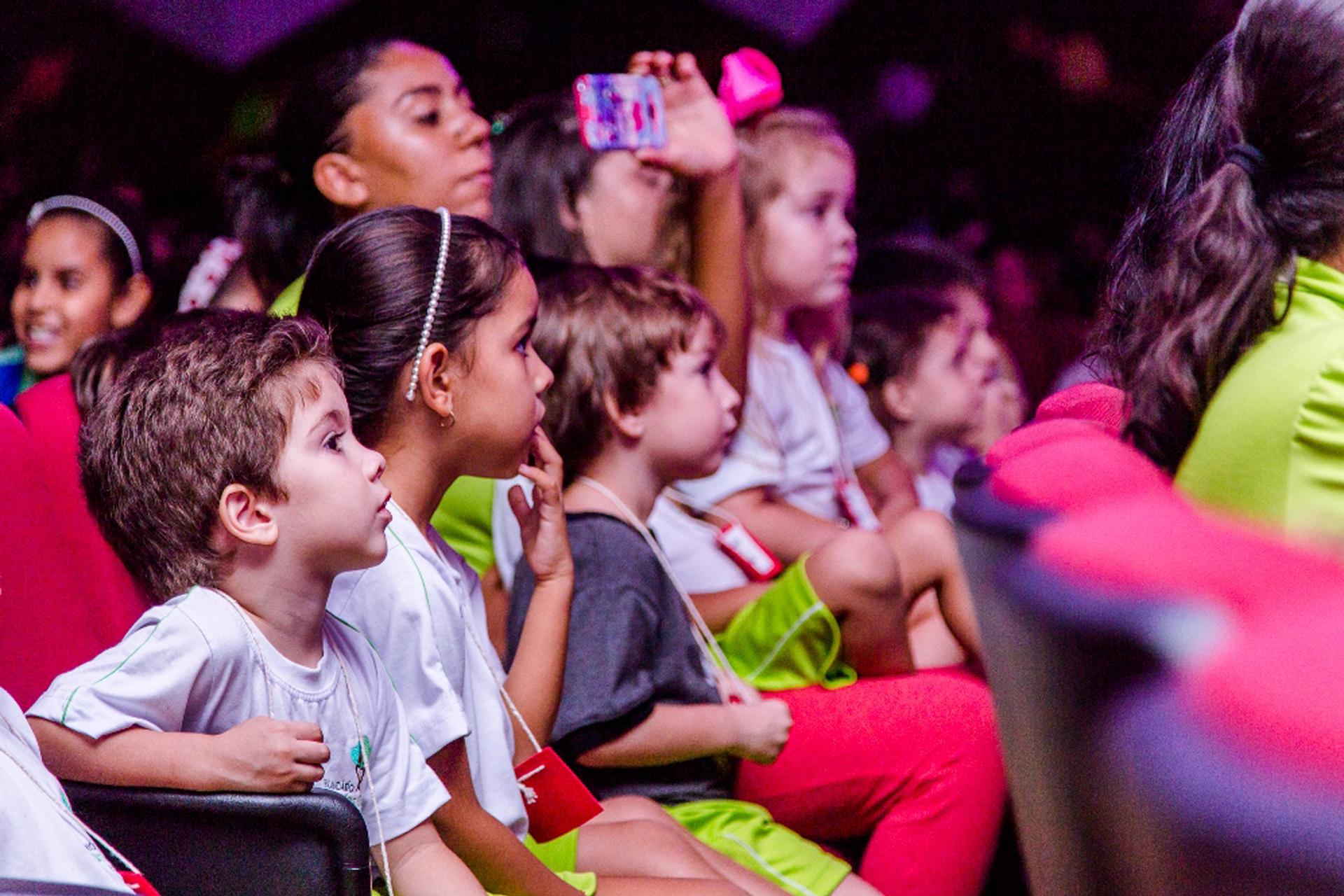 Como educar seus filhos com teatro