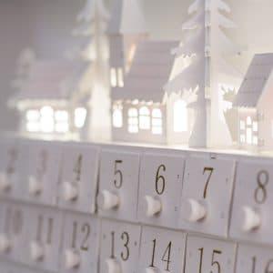 calendário com enfeite de natal