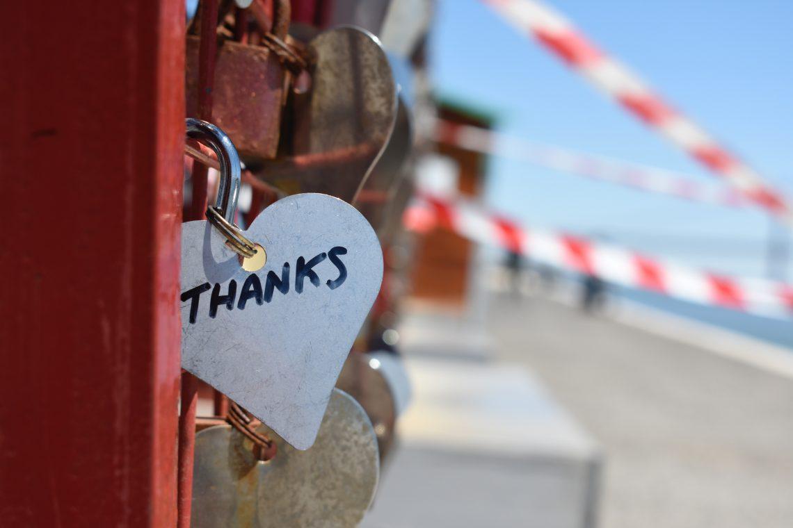 ponte com cadeado escrito thanks