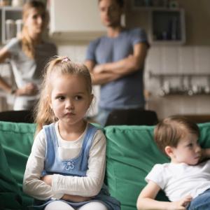 Crianças em casa durante Quarentena Coronavirus